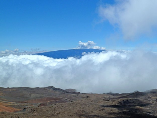 Mauna Loa from the top of Mauna Kea